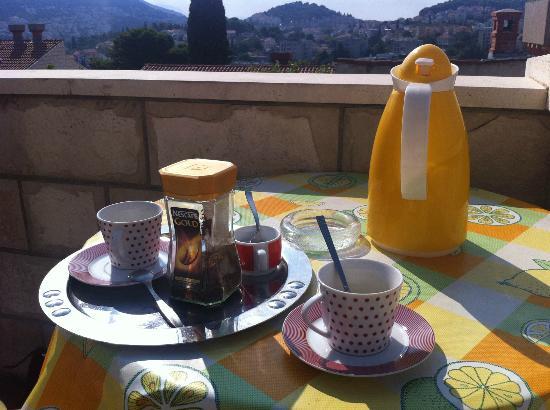 Guest House Misita : Café servi le matin