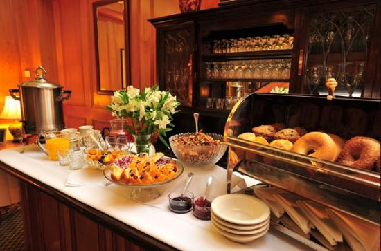 Governors Inn: Complimentary Continental Breakfast