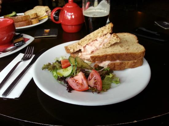 The Gillygate: Lunch in the bar