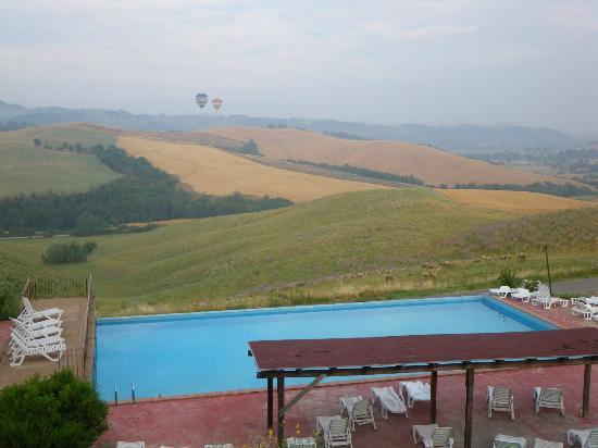Agrihotel Il Palagetto: panorama con mongolfiere 1