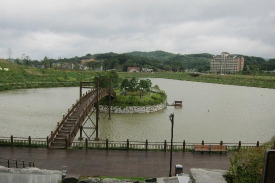 InterContinental Alpensia Pyeongchang Resort: Man Made Island in front of the hotel