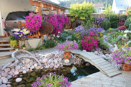 Austrian Haven Bed and Breakfast: Patio garden