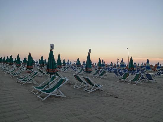 Hotel Tirrenia : la plage à 21:00