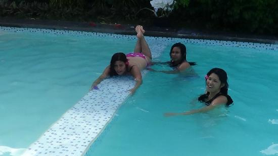La Pernela Beachfront Resort: Piscine
