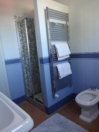 Agriturismo Podere La Rocca: Salle de bain de l'appartement Cortona