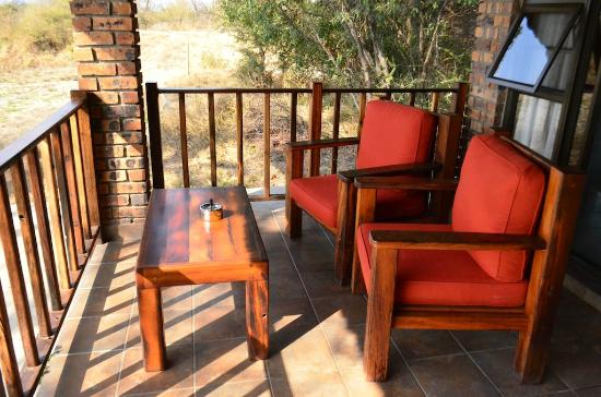 Gomo Gomo Game Lodge: Front Patio