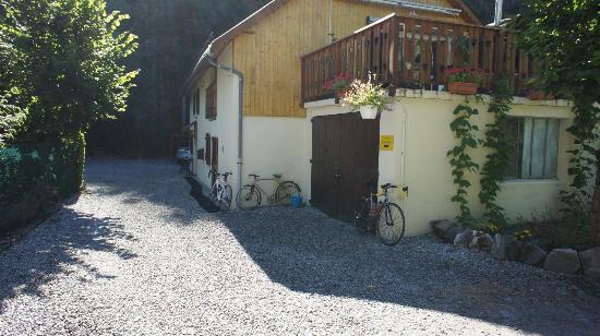 Le Velo Jaune: Outside view