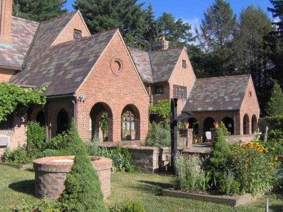 Chateau and Tudor Rooms, Saugerties Bed and Breakfast: Close View