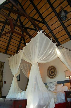 Jock Safari Lodge: Inside our lodge, gorgeous!