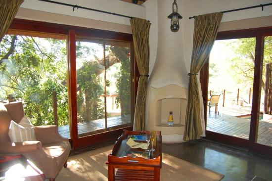 Jock Safari Lodge: Inside our private lodge, sitting area