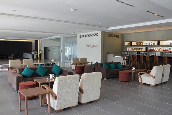 Century Langkasuka Resort: 無駄に広すぎロビー