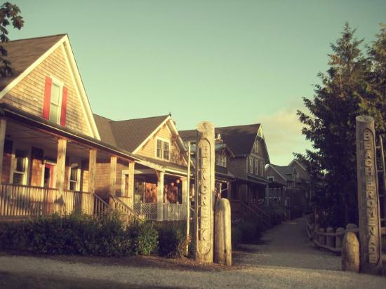 Seabrook Cottage Rentals: Cozy Cottages & Convenient Walking Paths