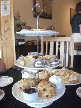 Brambles Coffee Shop: cakes and scones