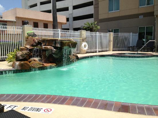 Hilton Garden Inn Houston Galleria Area: Waterfall By the Pool