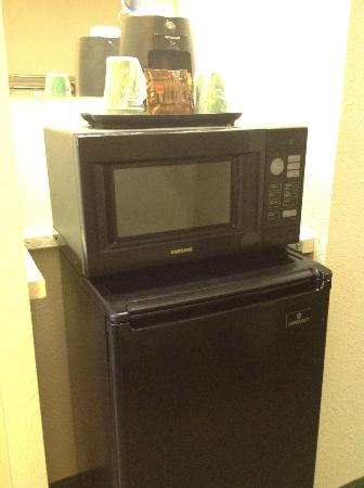 Wingate by Wyndham Dallas Love Field: 4' refrigerator, microwave, coffeemaker & gourmet coffee in all rooms