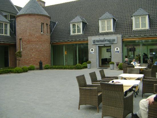 Best Western Premier Weinebrugge: Relaxing Courtyard