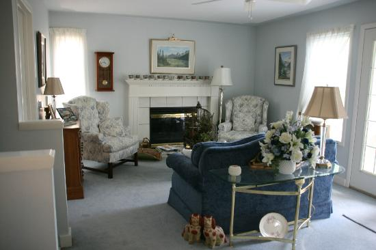 Tuxedo House B&B: Guests' sitting area