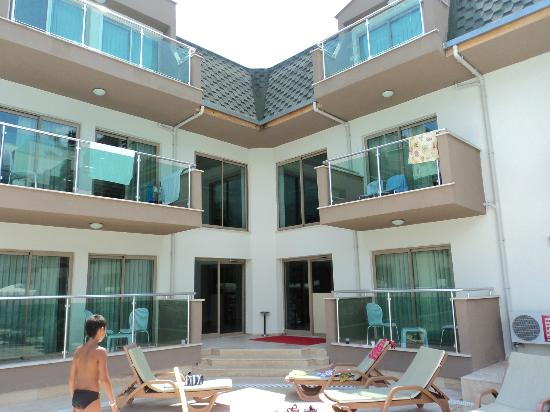 Batont Garden Resort Hotel: отель