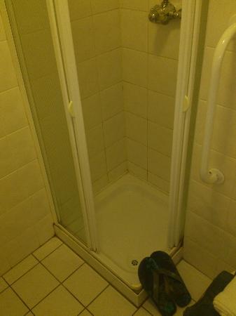 Victoria Lodge: la diminuta ducha