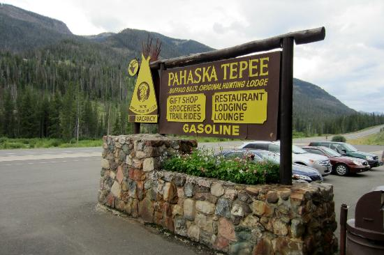 Pahaska Teepee Resort: The lodge sign.