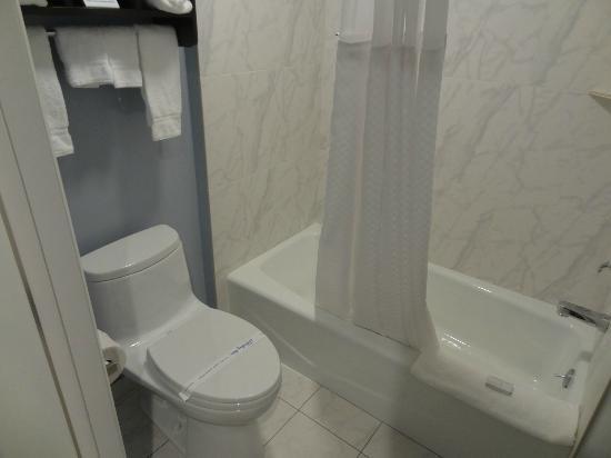Seaside Inn: Badezimmer des Doppelzimmer EG