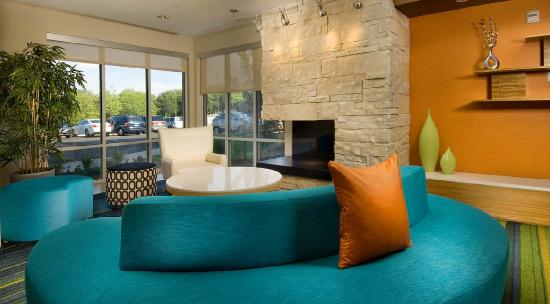 Fairfield Inn & Suites Valdosta: Beautifully renovated lobby