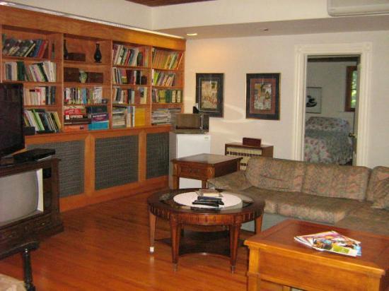 Beechmount Bed and Breakfast: third floor lounge