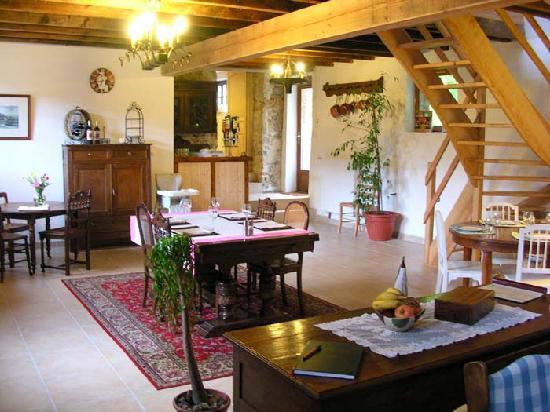 Chantebise : Salle de repas et de petits déjeuners dédiées aux clients.