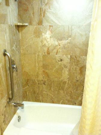 Courtyard Portsmouth: Marble shower (std shower/bath)- tub/shower/toilet in sep bathroom