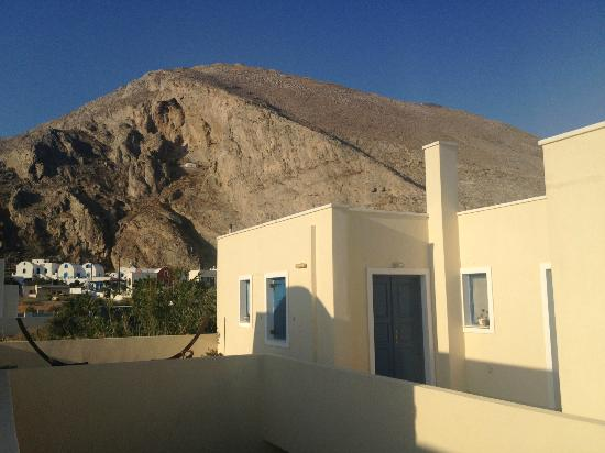Irigeneia Hotel: Mountains in background