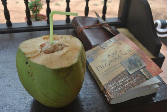 ‪‪Maadathil Cottages‬: Maadathil Cottages - fresh coconut and a wonderful read