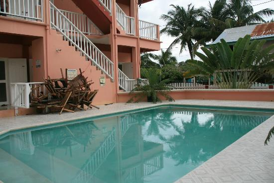 Caye Caulker Condos: The swimming pool