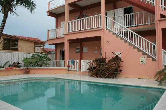 Caye Caulker Condos: Swimming pool