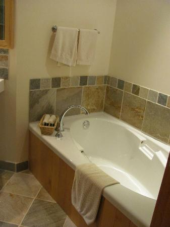 Harvey House B&B: Bathroom