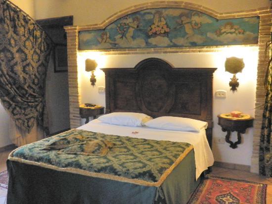 Celano, Italie : Suite/master bedroomroom