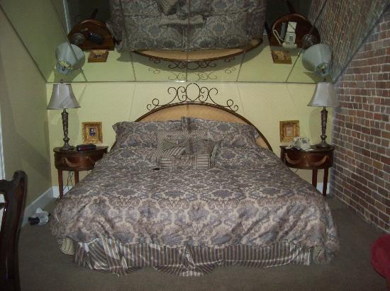 Quarter House Resort: master bedroom