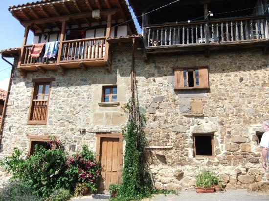 Casa Gustavo Holiday Accommodation in the Picos de Europa: Front of Casa Gustava