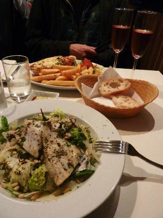 Cucina Ristorante: Mains: Lasagne and sea bass salad