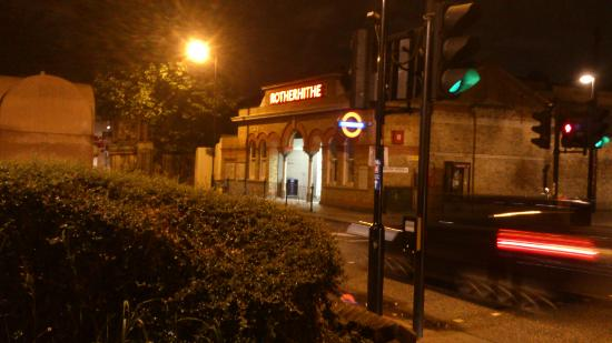 YHA London Thameside: Rotherhithe Overground Station