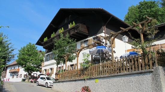 Hotel Fruhlingsgarten : Facade