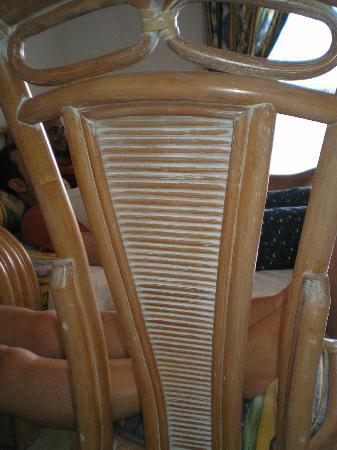 Coral Beach Apartments : sillas del salón