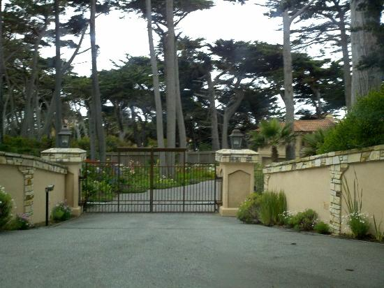 Gate to a mansion picture of 17 mile drive monterey for 17 mile drive celebrity homes