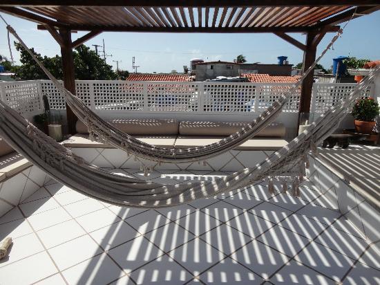 Posada Movida: la terrazza con amache e divani
