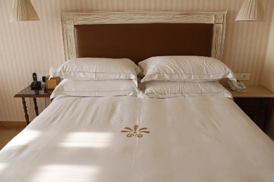 Byblos Sur Mer: Comfy bed