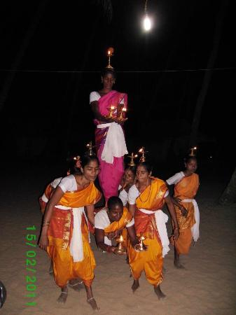 Cola Beach Exclusive Tented Resort: Goan Dancers
