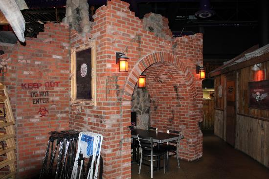 The Rock Wood Fired Pizza : Cool seating