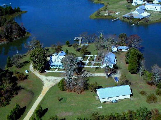 The Inn at Tabbs Creek Waterfront B&B: Aerial view of The Inn at Tabbs Creek