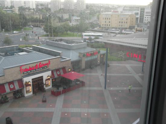 Holiday Inn Express Bradford City Centre: view from hotel showing Frankie & Benny's