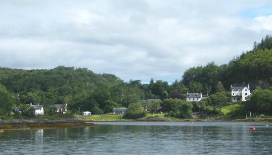 Salen Hotel: Salen from the bay (hotel 2nd from right)