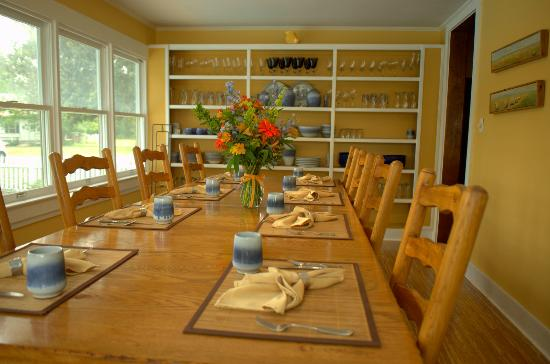 The Inn at Tabbs Creek Waterfront B&B: Breakfast Room